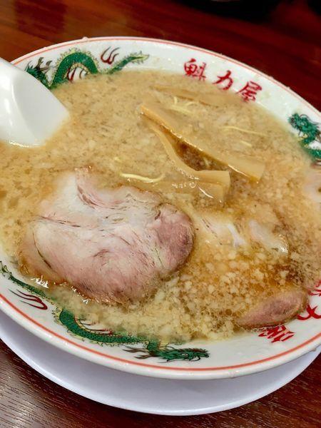 「特製醤油ラーメン(650円)半麺ネギ抜き脂多め」@ラーメン魁力屋 五反田店の写真