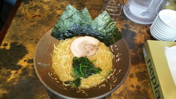 「豚骨醤油スタンダードラーメン ¥700」@横濱家系ラーメン 一魂家 水口店の写真