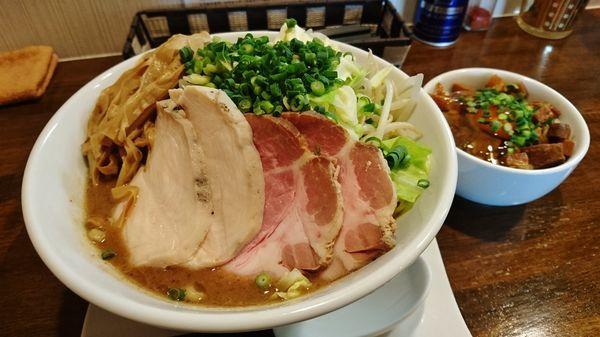 「特製濃厚魚介豚骨+大盛り+焼豚卵丼」@麺.SUZUKiの写真
