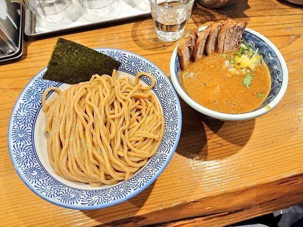 「濃厚味玉肉入り辛つけ麺(大)」@道玄坂マンモスの写真