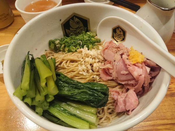 「鯛油そば700円+旬の青菜100円 他」@真鯛らーめん 麺魚の写真