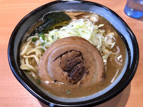 「熟成ラーメン(750円)+大盛(100円)」@麺や 虎ノ道の写真