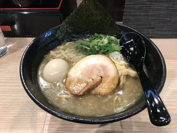 「煮干し背脂らぁめん+クーポン味玉」@小杉らぁめん 夢番地の写真
