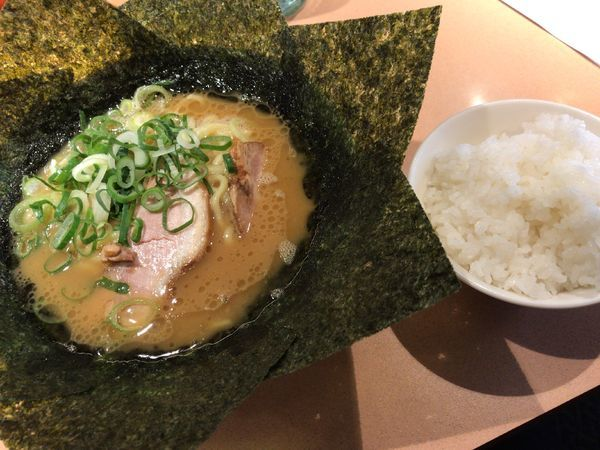 「ラーメン、海苔トッピ、半ライス」@横浜家系 元町家の写真