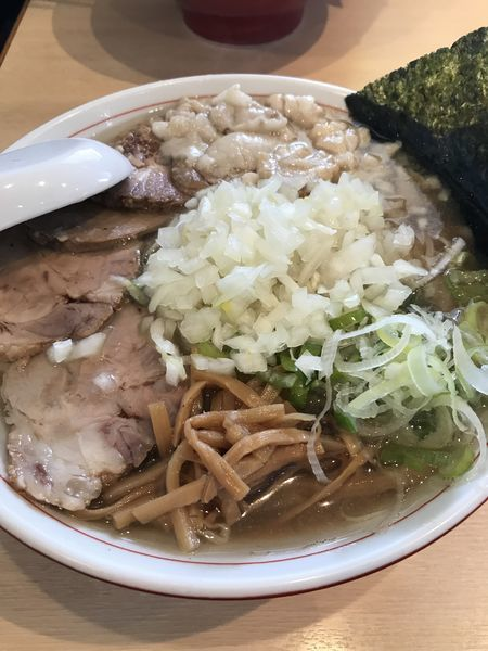 「チャーシュー麺 中 身入り 玉ねぎ」@手打ち中華そば 酒田の写真