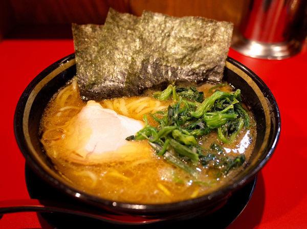 「ラーメン…680円、豚丼…320円」@家系ラーメン 稲葉家の写真