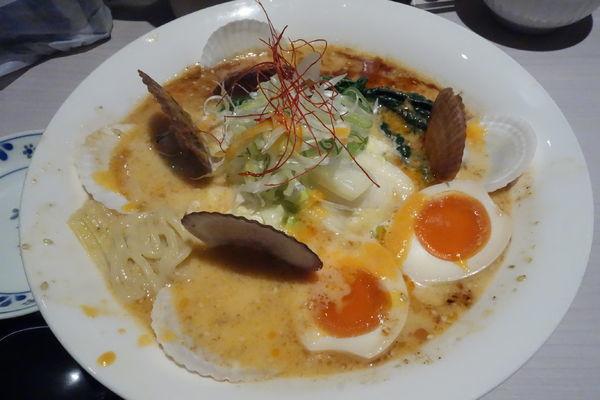 「【限定】帆立貝とベシャメルソースの味噌らーめん」@味噌らーめん専門店 味噌三礎の写真