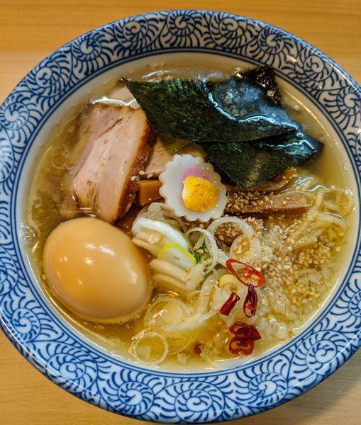 「粟国の塩そば750円+煮玉子100円」@多賀野の写真