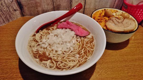 「煮干しそば+大盛り+Mini炙りチーズ麻婆丼」@火の豚 立川ラーメンスクエア店の写真