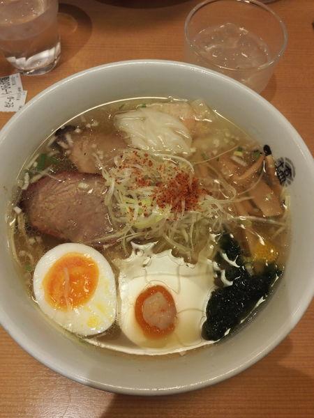 「塩ラーメンひるがお盛り」@塩専門 ひるがお 東京駅店の写真