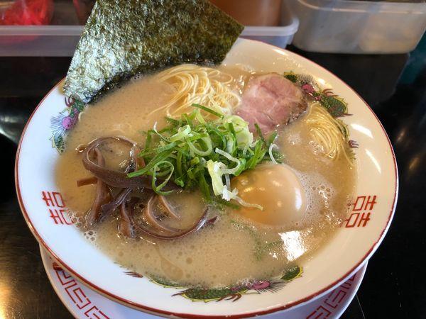 「長浜ラーメン+味玉+替玉(60円)」@博多長浜らーめん 六角堂の写真