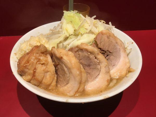 「小豚(ニンニクヤサイマシ)」@ラーメン二郎 荻窪店の写真