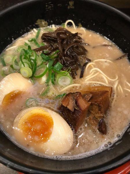 「もとなりラーメン+玉子+ライス」@麺や偶 もとなり 銘苅店の写真