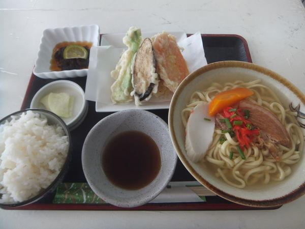 「沖縄そば定食850円」@平和園そばの写真