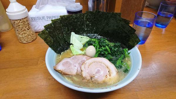 「豚骨醤油ラーメン+海苔+ほうれん草」@ラーメン くじら家の写真