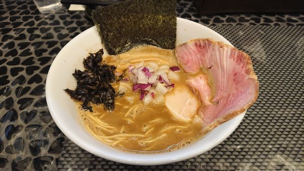 「濃厚煮干しラーメン」@赤青(MURASAKI)の写真