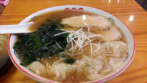 「ワンタン麺880円+生わかめ150円」@五福星の写真