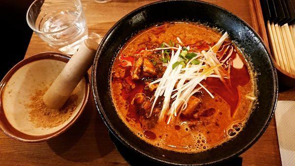 「麻婆黒胡麻担々麺 980円」@担々麺 猿麻の写真
