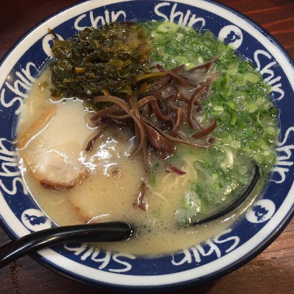 「高菜ラーメン」@博多らーめん ShinShin 天神本店の写真