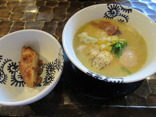 「特級純鶏そば(1000円)+トロ豚150円」@特級鶏蕎麦 龍介の写真