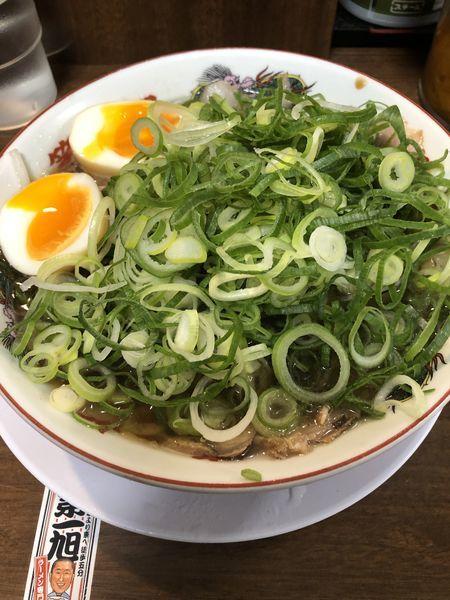 「チャーシュー麺+ネギ+玉子+ライス小」@第一旭 新宿店の写真