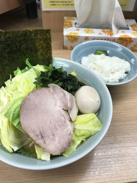「味玉ラーメン+キャベツ」@横浜ラーメン 武蔵家 日吉店の写真