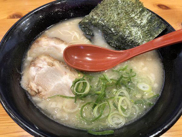 「博多ラーメン ¥580」@博多ラーメン 本丸亭 飛島店の写真