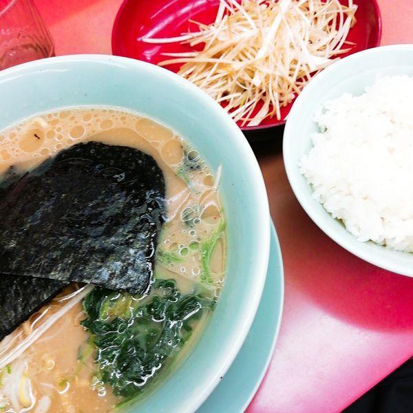 「醤油ラーメン+白髪ネギ(乞食)」@ラーメン山岡家 上尾店の写真