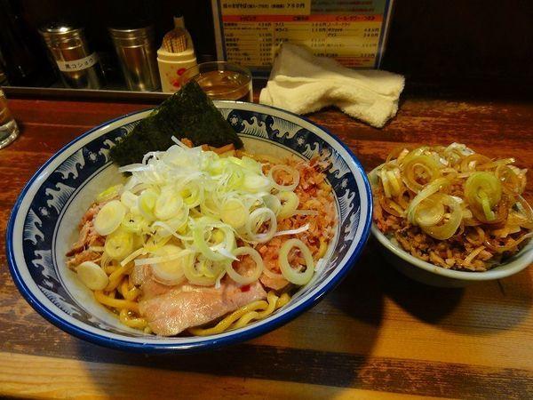「油そば790円ミニ刻みチャーシュー丼260円」@兎に角 松戸店の写真