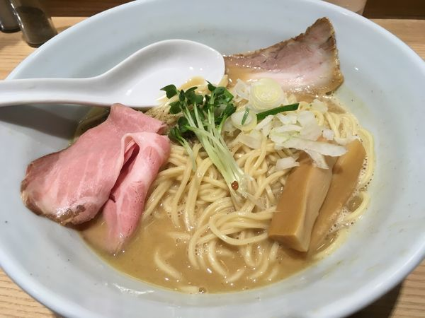 「煮干濃厚白湯らーめん」@麺場 二寅 秋津本店の写真