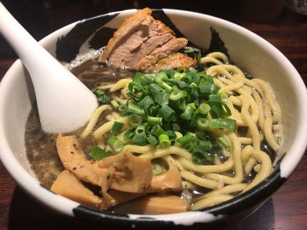 「ら〜麺(黒)880円」@麺屋武蔵 武骨の写真
