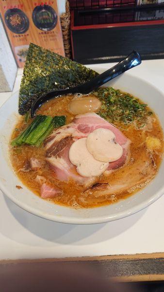 「特製濃厚海老そば+チャーチーズ丼」@海老・特濃煮干そば まるはの写真