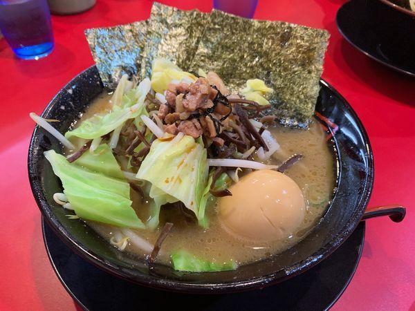 「ラーメン+温野菜+味玉+チャーシューまぶし」@家系ラーメン王道 王道之印の写真