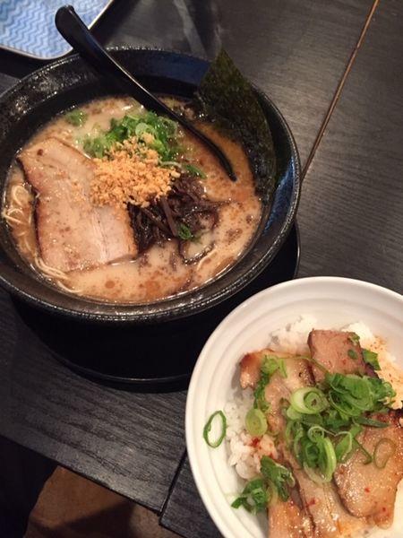 「黒・炙りチャー丼セット 通常価格750円」@博多ラーメン プラスてんの写真