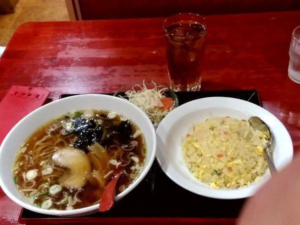 「Aランチ(醤油ラーメンと半チャーハンのセット)780円」@中国本場的料理 華龍飯店 駅ビル店の写真