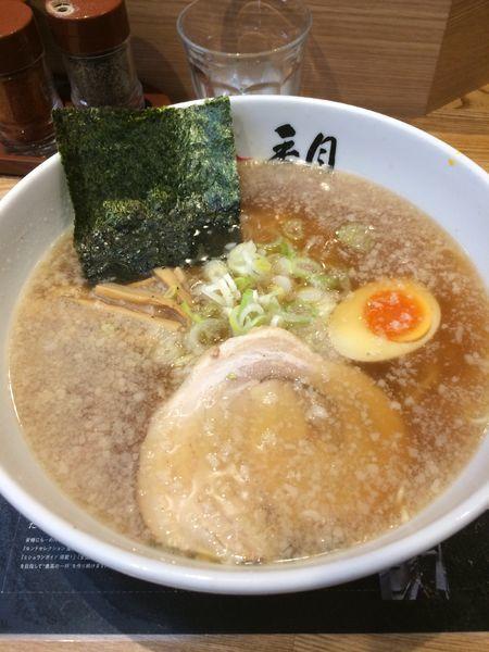 「醤油ラーメン850円」@らーめん香月 五反田店の写真
