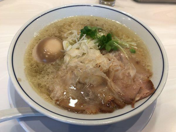 「味玉塩らーめん」@らーめん鱗 茨木店の写真