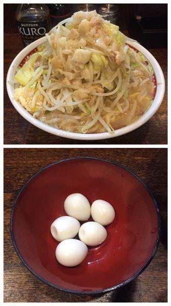 「普通(ニンニク少なめヤサイアブラ)+豚増し+うずら」@麺屋 鳳の写真