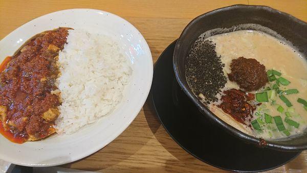 「ハーフ担々麺・麻婆飯セット(辛さデビル)」@ロンフーダイニング イオンレイクタウン越谷店の写真