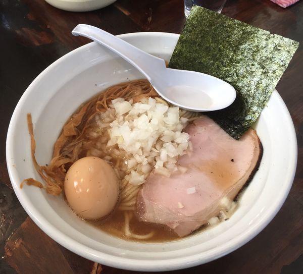 「煮干しらーめん+味玉」@濃麺 海月の写真
