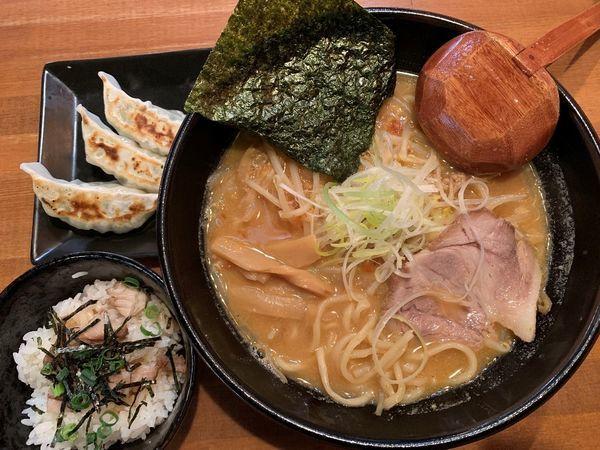 「味噌らーめん+がっつりセット」@麺酒場 でめきんの写真
