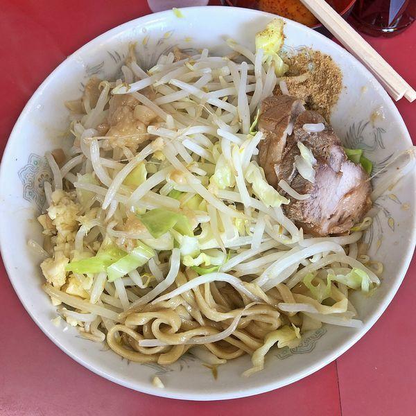 「汁なし豚まし750円+生卵50円」@ラーメン二郎 環七一之江店の写真