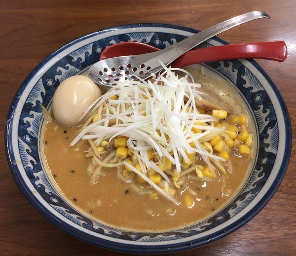 「白湯みそらぁめん+味玉」@4代目松屋食堂の写真