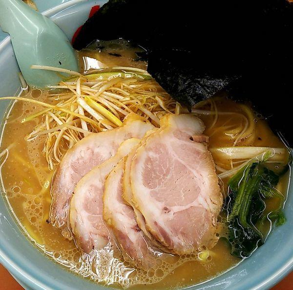 「醤油ネギチャーシュー麺(中盛り) 海苔」@ラーメン山岡家 鷲宮店の写真