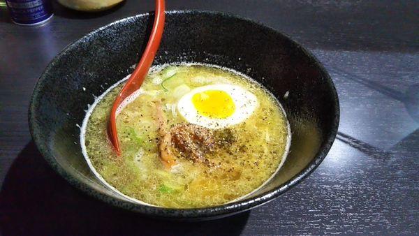 「鶏白湯ラーメン750円」@〆ラーの写真