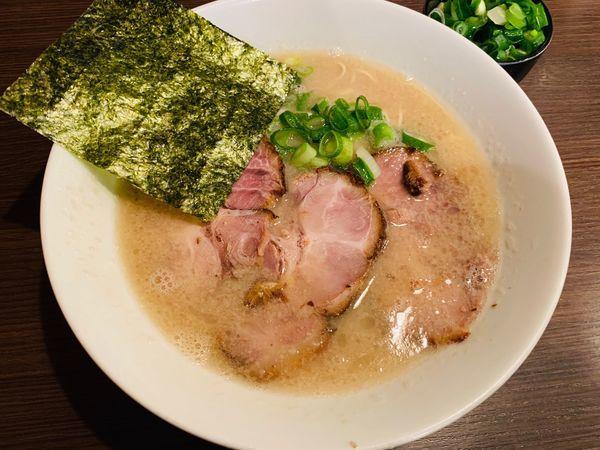 「半ちゃーしゅー麺+ねぎ増し」@らーめん専門店 小川 町田小山本店の写真