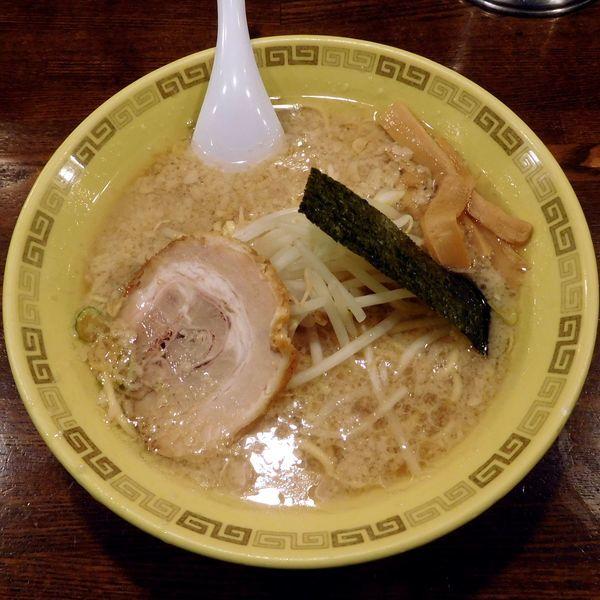 「中華麺(650円)太麺+脂多め」@江川亭 調布店の写真