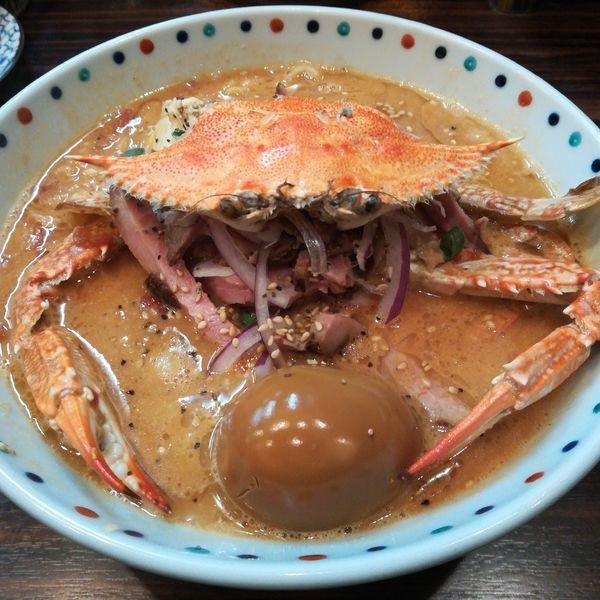 「【限定】丸ごと渡り蟹濃厚トマト味噌クリーム麺」@らー麺 あけどやの写真