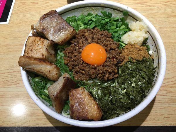 「台湾まぜそば ど肉トッピング」@担々麺はなび FC藤ヶ丘店の写真