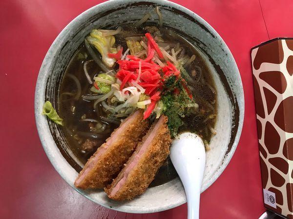「ソースらーめんハムカツのせ 900円」@中華料理 大輦の写真